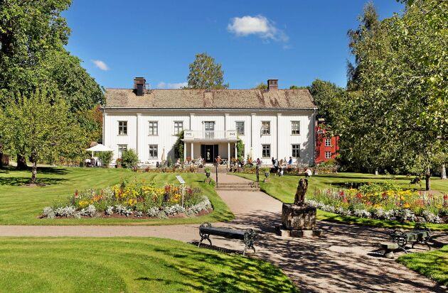 Gustaf Frödings födelsehem ligger i vacker naturmiljö med utsikt över Vänern.