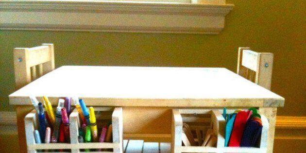 Smart förvaring av pennor och kritor på pysselbordet