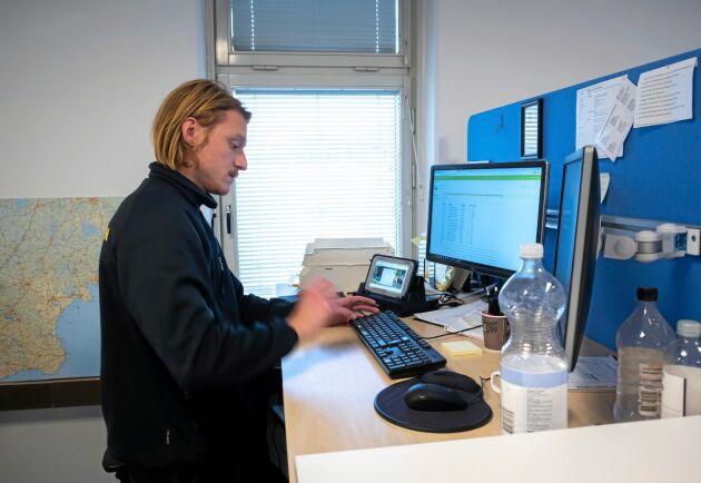 Kontor. I jobbet som fältkontrollant ingår även en hel del skrivbordsarbete.