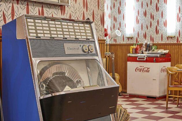 Den uppskattade jukeboxen i fiket finns spelar 1950-tals låtar.