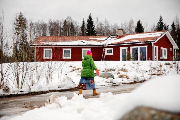 I Spjutbo utanför Stjärnsund finns familjen Hjort Olssons nybyggda hus, byggt precis så som de ville ha det.