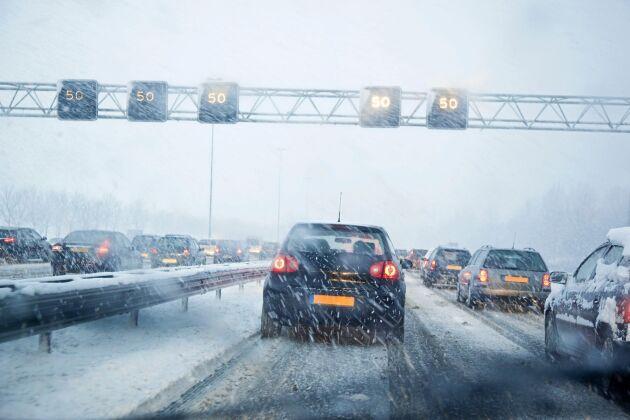 Många bilister struntar i att hålla avståndet.
