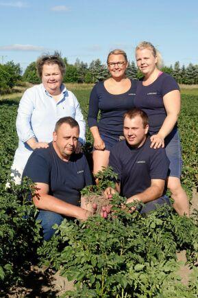 Det är som ett kall att vara lantbrukare, säger familjen Larsson Persson. Bakre rader från vänster Bitte, Katarina, Karin. Främre raden från vänster Bertil och Nils.