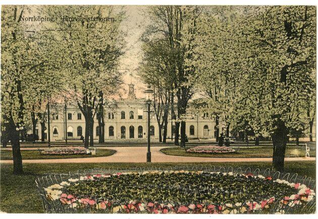 Tulpaner och körsbärsblom i Norrköpings järnvägspark 1910.