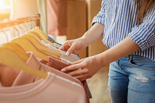 När du ska köpa kläder –börja alltid med att titta om det du letar efter finns på second hand.