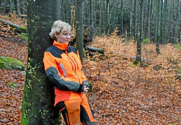 I Anna Skogars skog finns det mycket bok. Framöver kommer hon att avverka bok, men håller på att lära sig om hur trädet sköts bäst.
