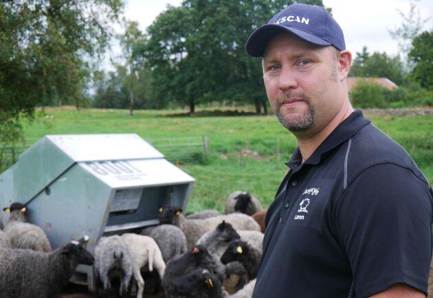 Marcus Gustavsson hoppas på att kunna jobba heltid med djuren hemma på gården framöver.