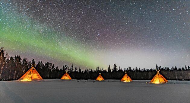 Unik upplevelse att sova i en samisk kåta i tyst natur, under norrsken och stjärnhimmel.