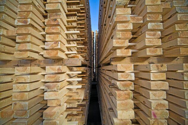 Exporten av trävaror minskade med 1 procent volym under första kvartalet men ökade med 7 procent i värde.