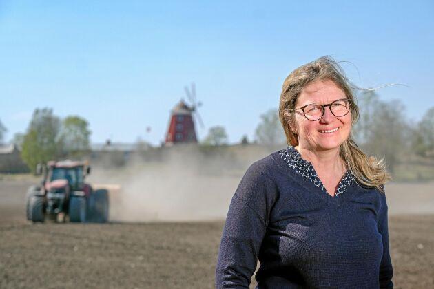Martina Schagerlund driver Lindholms gård utanför Eskilstuna. Hon är en av de elever som tagit examen i det nya managementprogrammet för lantbrukare vid Handelshögskolan i Stockholm.