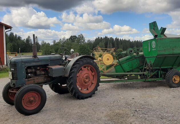 Maskinintresset sträcker sig utanför Valmetsfären. På gården ett antal gamla BM-traktorer också bland annat.