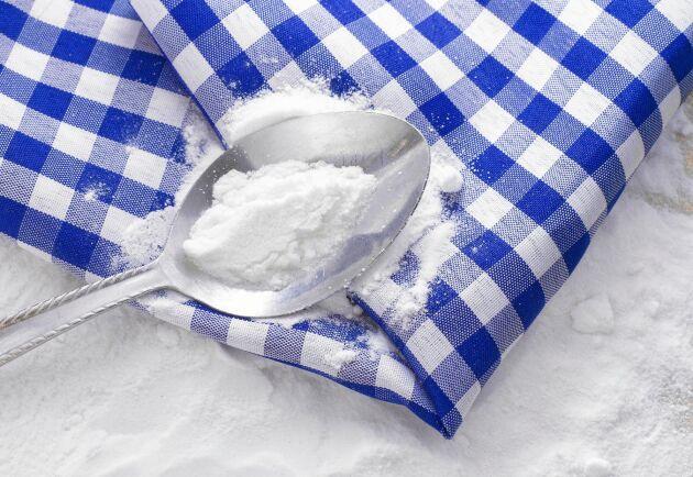 Bakpulver kan i princip ersättas av bikarbonat i bakning, fast i mindre mängd.