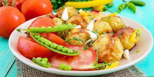 Grillad potatissallad med tomat och sockerärter