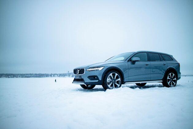 Med Volvo V60 CC kör du säkert på svenska vintervägar. Men säkerheten har sitt pris.