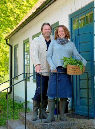 Magnus och Malena älskar sin 200 år gamla prästgård, och det lugna livet här.