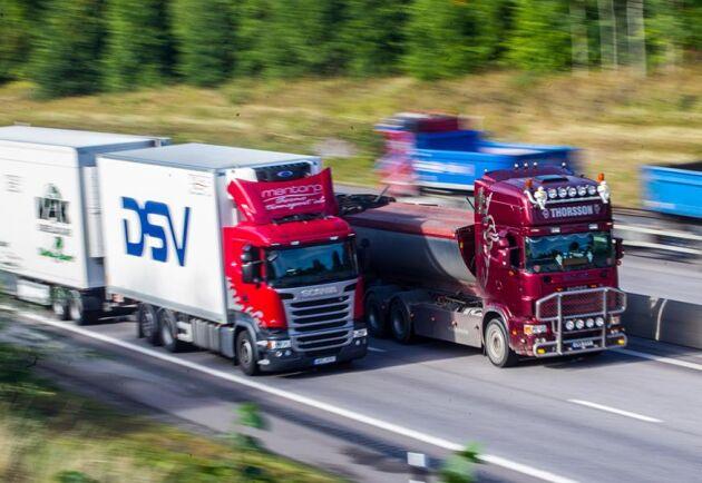 Vägavgift ska betalas för alla lastbilar och lastbilsekipage med en totalvikt på minst 12 ton och som uteslutande är avsedda för godstransport på väg.