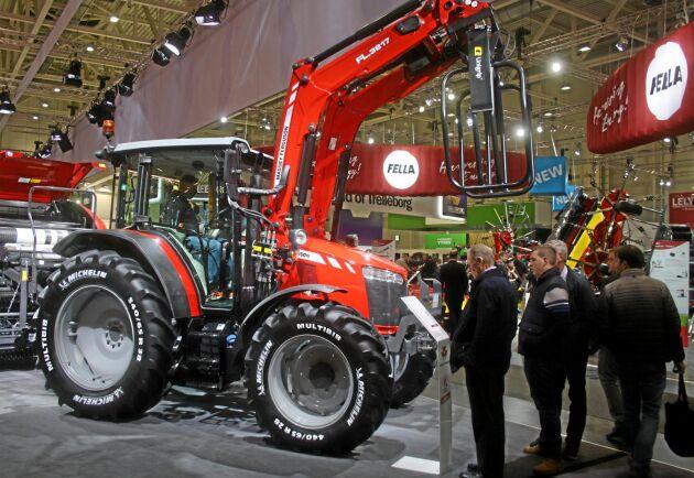MF 5709 S levereras med antingen Dyna-4- eller Dyna-6-transmissioner.