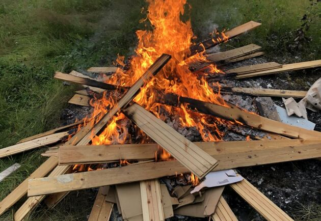 När handelsträdgården eldade avfall visade det sig vid en inspektion att askan innehöll höga halter av flera farliga ämnen som arsenik och krom (arkivbild).