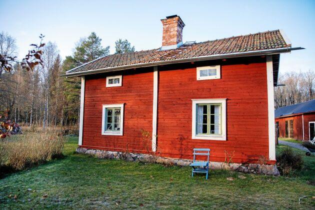 Stugan stod redan på gården när Marias gammelfarmors far köpte tomten i Gonäs, utanför Ludvika, 1880.