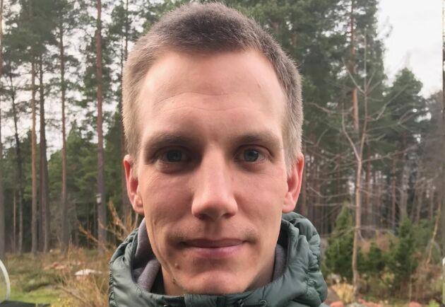 Simon Viklund handlägger bland annat ansökningar om skyddsjakt på varg i Gävleborgs län.
