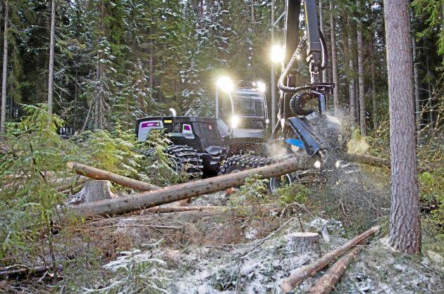Genom att välja rätt skogsmaskin i rätt skog kan drivningskostnaderna minska med 2,5 - 6,5 procent.