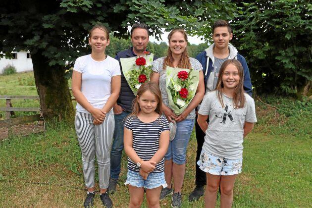 Från vänster Isabella, 16, Fredrik, 41, Lovisa, 7, Camilla, 41, Emil,17, och Nathalie 12 år.