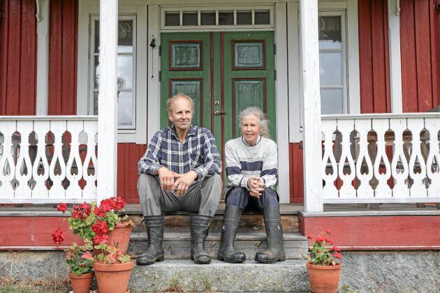 Mjölkbönderna Eva Molin och Henrik Johansson i Vallsänge har testat batterilager i ett år.