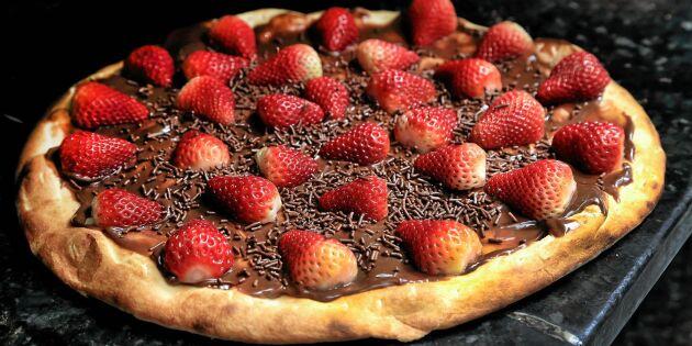 Grillad dessertpizza med hemmagjort Nutella & jordgubbar