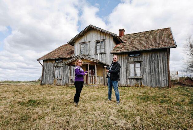 """I nya webbserien """"Landsbygdsdröm"""" ska Jennifer Erlandsson och Robert Danielsson matcha ödehus med människor som drömmer om att flytta till landsbygden."""