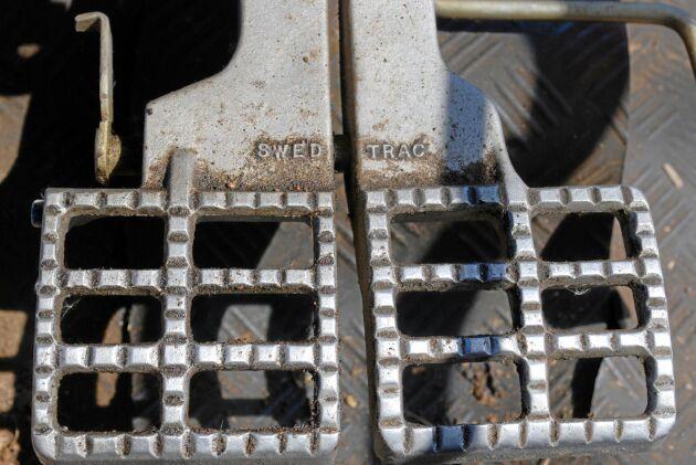 Att Swed-Trac hade stora och smutsavvisande pedaler nämndes som en fördel i svensk press.