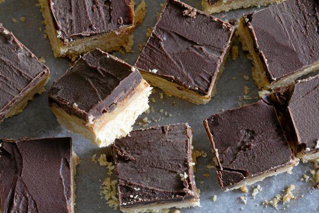 En hel underbar långpanna full med chokladbiskvier att skära upp och bjuda vännerna på. Det här receptet är guld!