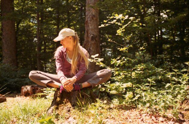 Stubbsittning kräver ingen stubbe. Du kan lika gärna sitta på en klippa eller egentligen var som helst i naturen. Huvudsaken är att du är stilla en längre länge.