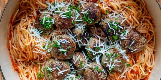 Ostdoftande köttbullar i tomatsås – vilket fantastiskt smaklyft!