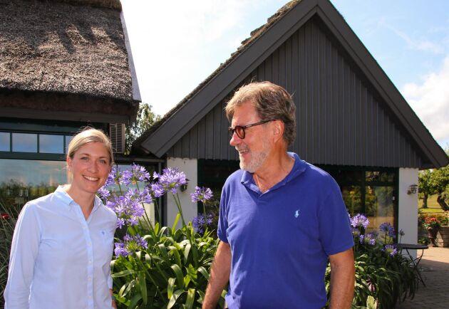 Tidigare ägaren John Orelind hjälper gärna till så att Madeleine Nilsson och hennes syster Alexandra Nilsson ska få bästa möjliga förutsättningar att driva Orelund vidare. Tillsammans med sin fru Britt drev John gården i 50 år.