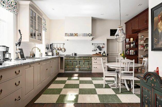 Köket är från London och bara spisen kostade 500000 kronor.