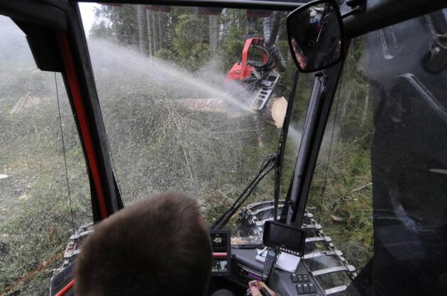 Rekrytering av nya förare till skogsbrukets maskiner är en prioriterad fråga för arbetsgivarorganisationen SLA, som oroas av trenden med allt färre elever på landets Naturbruksgymnasier.
