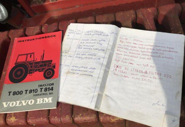 Vid köpet följer även serviceboken med.