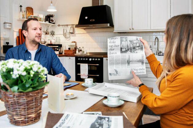 I huset finns lådor med dokument, tidningsklipp, foton med mera från tidigare generationer.