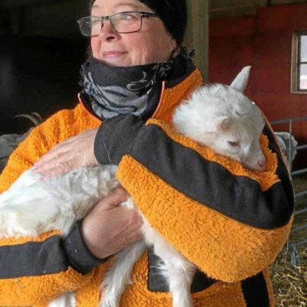 Eva Thoreson, mejerska på Gålö gårdsmejeri, välkomnar Jordbruksverkets ändring av krisstöd till att gälla djurbönder.