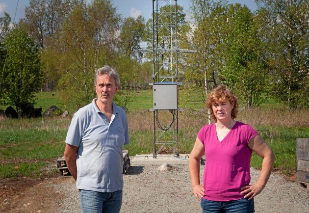 Kjell Svensson är vice ordförande i föreningen och har fått en 26 meter hög fackverksmast uppförd på sin mark.