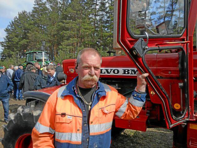 Jörgen Nilsson var den som vann budgivningen på Volvo BM T 814 och fick transportera traktorn hem till Skåne. Den stannar med andra ord i Sverige.