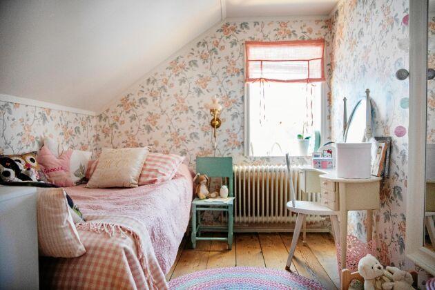 Kattvinden på övervåningen blev ett fint rum åt 6-åriga Kieva.