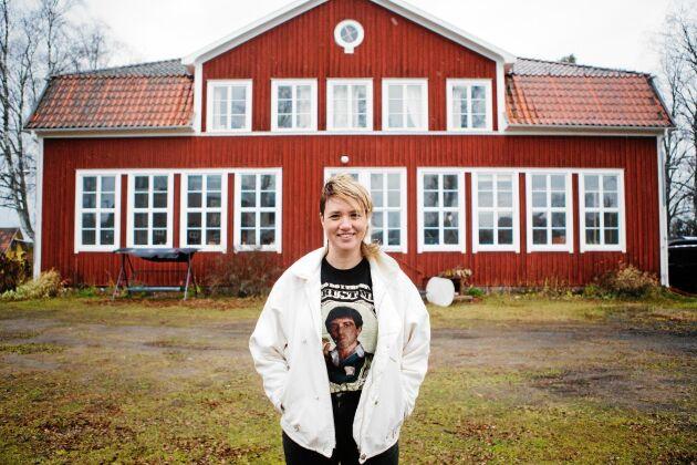 Sara-Vide Ericson fick ta över sin mosters hus, den gamla skolan i Älvkarhed i Hälsingland.