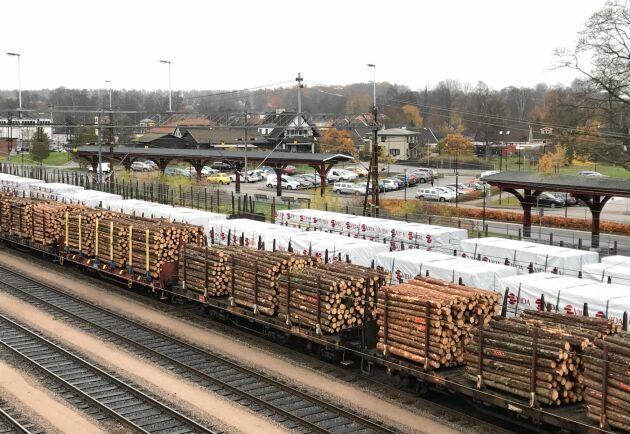 Produktionsminskningen i Sverige beräknas omfatta drygt 40000 kubikmeter under de fyra veckorna.