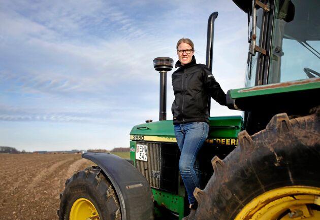 Kristina Yngwe (C) driver en gård utanför Ystad.