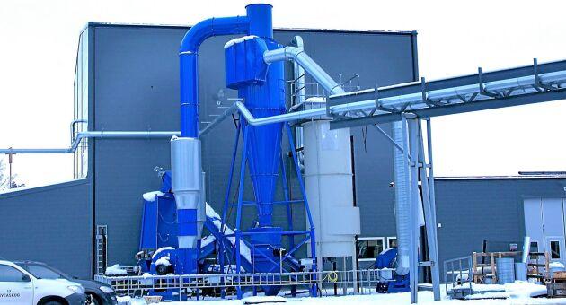 Personalen har varit delaktiga i arbetet med att bygga en ny fabrik.