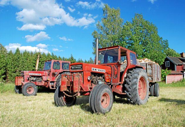 En 810 från tidigt 1970-tal kan fortfarande användas till nyttokörning. Jämfört med en fyrhjulsdriven 814 så blir en 810 smidigare i vallskörden med sin tvåhjulsdrift.