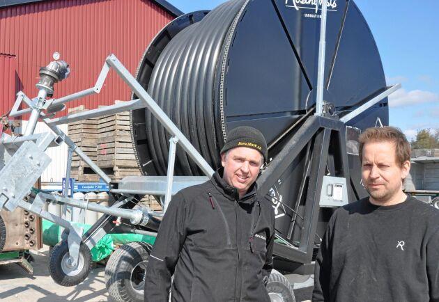Thomas Nilsson och Alf Engström erbjuder kompletta bevattningssystem.