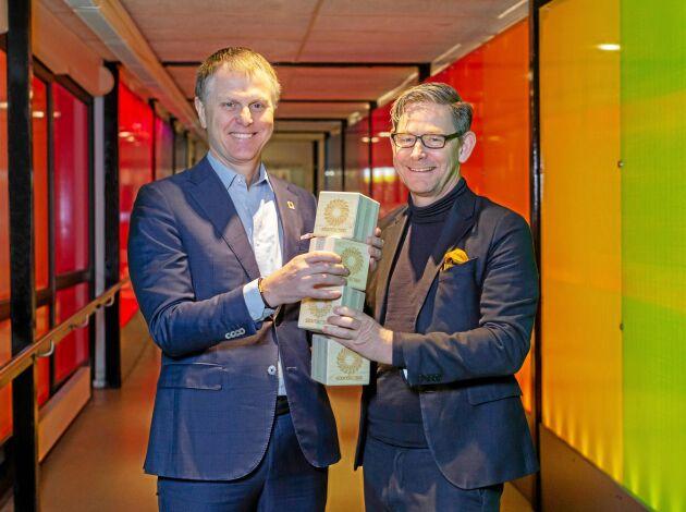 Per Lyrvall, Sverigechef Stora Enso, och Peter Skog, museidirektör, Tekniska museet.