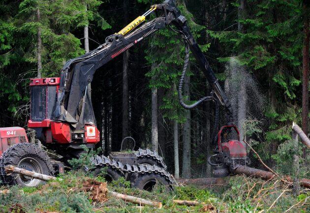 Många maskinförare väljer bort skogen till förmån för bygg- och anläggningsbranschen.
